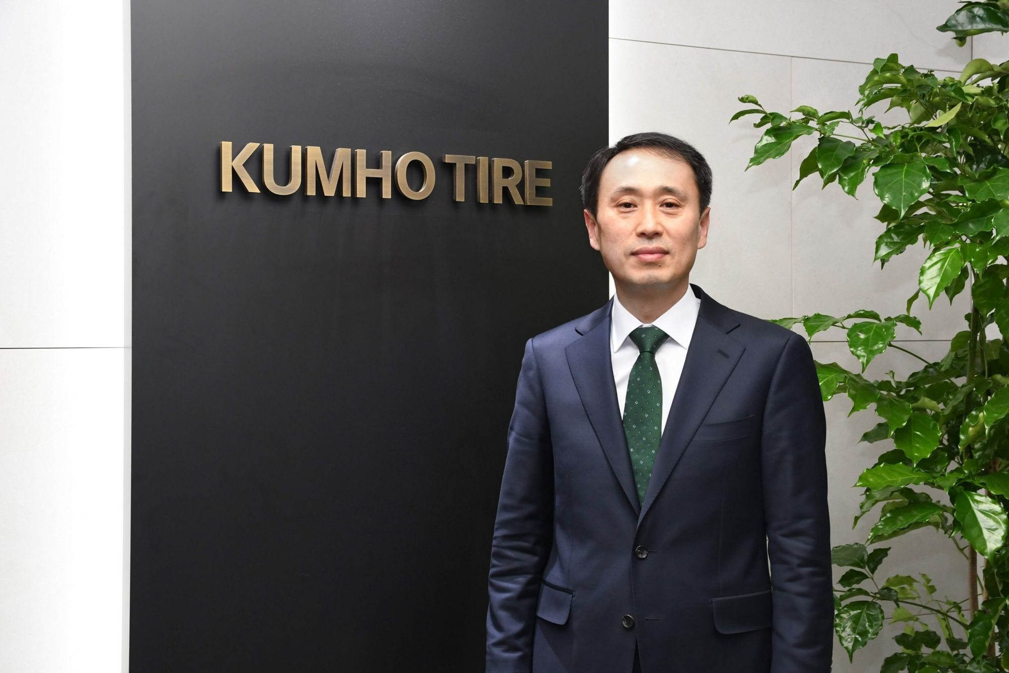 Tony Lee ist seit dem 1. Januar 2021 als Senior Vice President Global Marketing für Kumho tätig. Bildquelle: Kumho.